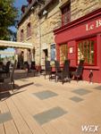Terrasse en bois composite pour une maison privée de Vendée