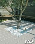 Terrasse en bois composite pour une piscine de Vendée