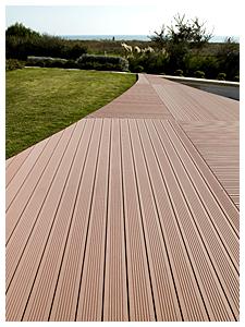La longueur des lames du bois composite WEX permettent une grande liberté esthétique
